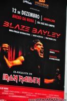 Blaze Bayley canta rock dos bons no palco do Anexo