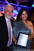 Elisabete Rodrigues recebe premiação pela Associação de Engenheiros e Arquitetos