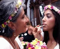 A irmã de Regina, Vírginia Casé, retoca a filha da atriz, Benedita