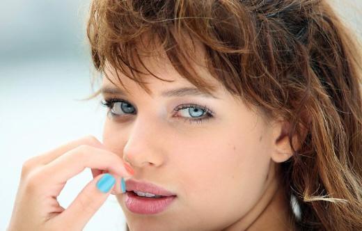 Bruna Linzmeyer, nova estrela da TV Globo (Fotos: Divulgação)