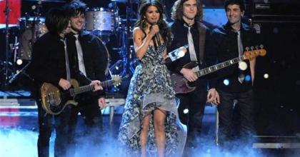 Destacamos a biografia da cantora Selena Gomez, relembrando namoro tão glamourizado com Justin Bieber