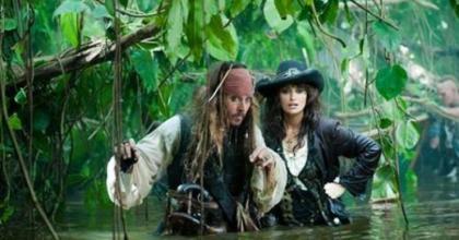 Figurinista de 'Piratas do Caribe 4 - Navegando em Aguas Misteriosas' fala sobre roupas de Penélope Cruz grávida e Johnny