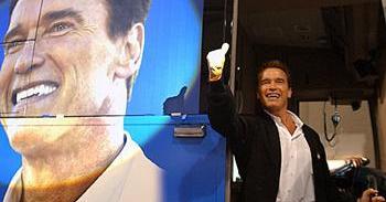 A biografia do ator Arnold Schwarzenegger, estrela do mundo fitness