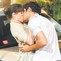 Autor da novela das nove, Fina Estampa, garante que o sentimento de Antenor é verdeiro; ele roubou beijo de Patrícia