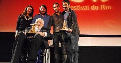 Camila Pitanga levou o prêmio de Melhor Atriz; maior premiado da noite foi o filme 'A hora e a vez de Augusto Matraga'