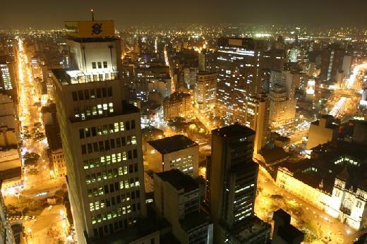 Vista noturna do centro da cidade (Foto: Jefferson Pancieri/SPTuris)