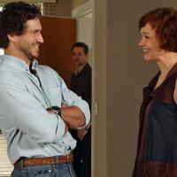 Ah, o ciúmes! Griselda (Lília Cabral) e Paulo (Dan Stulback) estão se mordendo por Guaracy (Paulo Rocha) e Esther (Lemmertz)