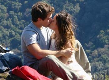 rodrigo e ana rafael cardoso e fernanda se beijando namorando juntos a vida da gente