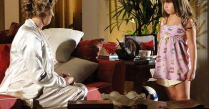 Eva (Ana Beatriz Nogueira) quer acabar com o casamento de Manuela (Marjorie Estiano) e Rodrigo (Rafael Cardoso)