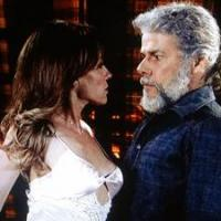 Tereza Cristina (Christiane Torloni) vai acordar e ver Pereirinha (José Mayer) em sua cama na novela Fina Estampa