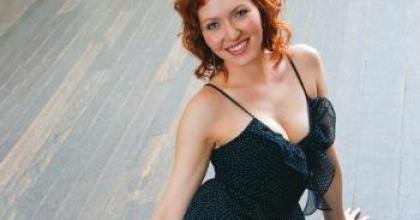 A atriz Karin Roepke, namorada de Edson Celulari, falou sobre casamento em entrevista à Revista 'Contigo!' nesta semana