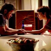 Jorginho (Cauã Reymond) vai flagrar Nina (Débora Falabella) e Tufão (Murilo Benício) namorando nos próximos capítulos