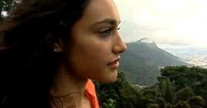 Atriz Débora Nascimento revela que está solteira no Rio de Janeiro e o que fez para brilhar como Tessália na novela Avenida Brasil