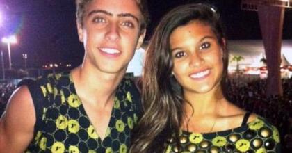 Giulia Costa, filha de Flávia Alessandra e Marcos Paulo, aparece com namorado