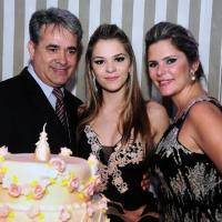 Com diferentes máscaras, convidados curtem festa de 15 anos de Gabriella Monstans em SJCampos - SP