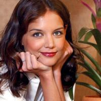 Famosa atriz Katie Holmes foi casada com Tom Cruise e tem uma filha, Suri Cruise