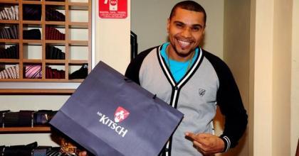 A loja Mr. Kitsch recebe o cantor Naldo para ultimas comprinhas em São José dos Campos - SP