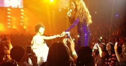 Vídeos exibem Beyoncé cantando em show para a filha em Londres