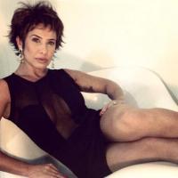 Scheila Carvalho corta os cabelos e publica foto, alem de ser comparada com Ana Maria Braga