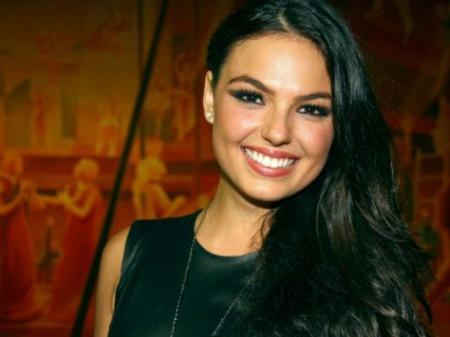 Isis Valverde atriz fortuna salário mansão