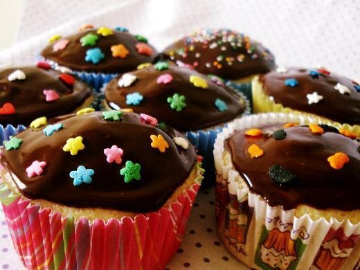 Festa de aniversário com cup cake decorado