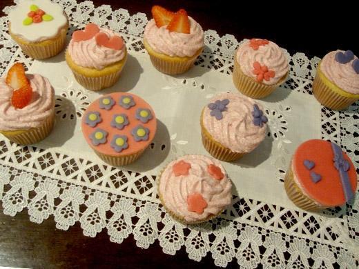 Festa de aniversário com cup cake personalizado