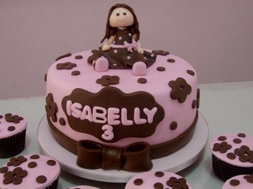 Festa de aniversário com bolo decorado