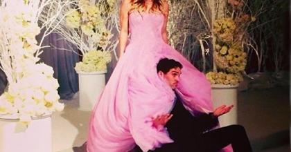 Atriz da série The Big Bang Theory mostra fotos do casamento com Ryan Sweeting