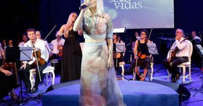Namorados? Apenas uma ficada! Cantora Luiza Possi fala sobre beijos com o cantor Fiuk