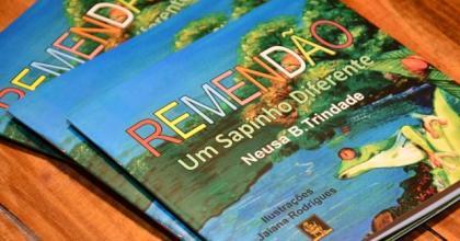 O livro conta a amizade e solidariedade entre os animais do Pantanal, em uma caminhada muito alegre