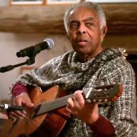Assista ao vídeo com amigos desejando feliz aniversário a Gilberto Gil, que completou 78 anos de idade em 2020